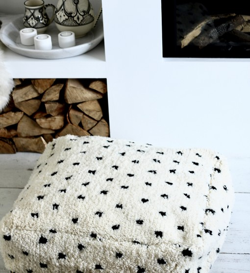 dotted floor pillow dalmatier