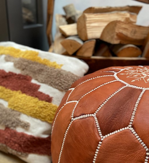 leather pouf terra brown detail