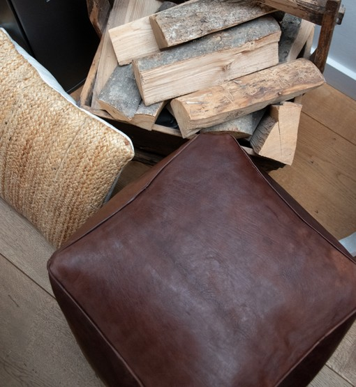 square leather pouf dark brown detail